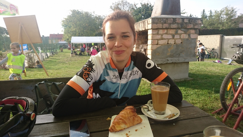 g161001001- GoGo Race, Kata s kafem pred startem