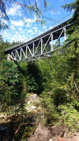g180811025-Bike music fest, zeleznicni most pres Jizeru v Martinskem udoli