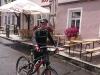 g190803026-Frantiskova-bludicka-Vlasta-pred-hospodou-v-Mnichove