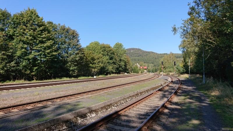 g190921012-S-Kobylkama-v-Luzickych-na-kolech-zeleznicni-stanice-Jedlova