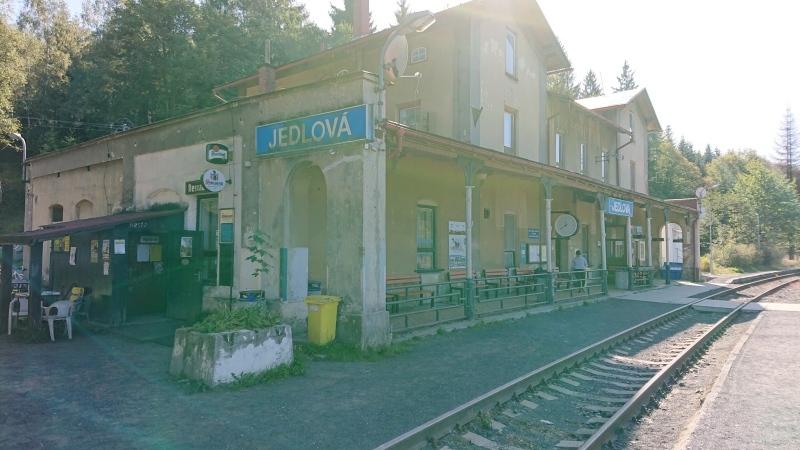 g190921013-S-Kobylkama-v-Luzickych-na-kolech-zeleznicni-stanice-Jedlova